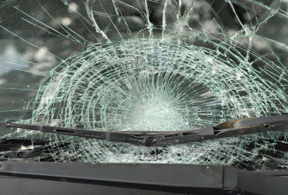 Polis əməkdaşı qəzaya uğradı: Bir nəfər ölüb, dörd nəfər yaralanıb