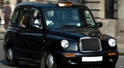"""""""London taksisi""""nin təkərinin partlması qəzaya səbəb oldu"""