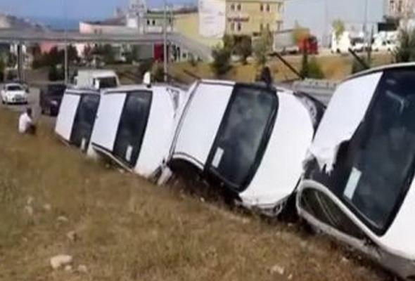 Azərbaycana bahalı maşınlar gətirən TIR aşdı - VİDEO
